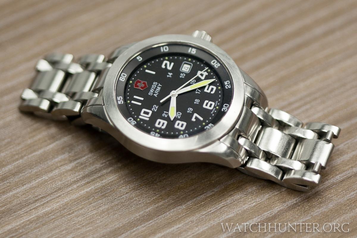 Quartz powered Swiss Army Airboss Mach 1 on bracelet