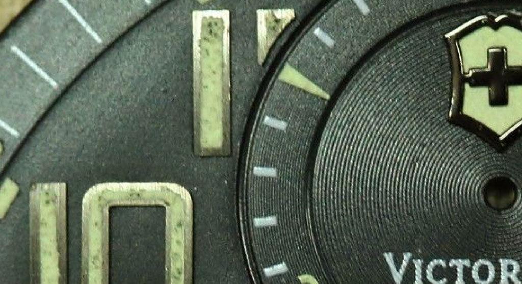 Possible irregular lume on Swiss Army Airboss Mach 6 Power Gauge dial. Photo:Photo:www.ipreferanalogues.com