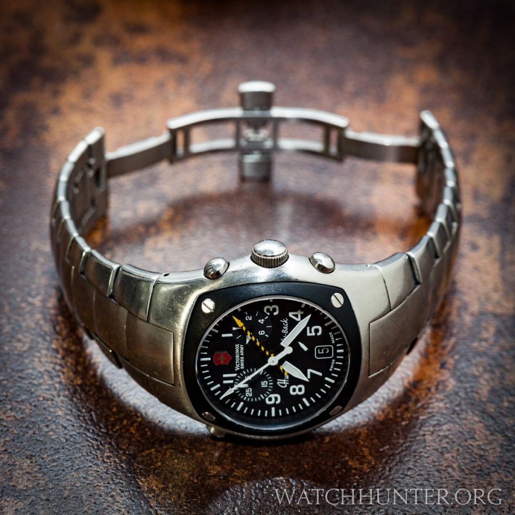 Victorinox Swiss Army Hunter Mach 2 on a coveted all-metal bracelet with deployment clasp is the best option!