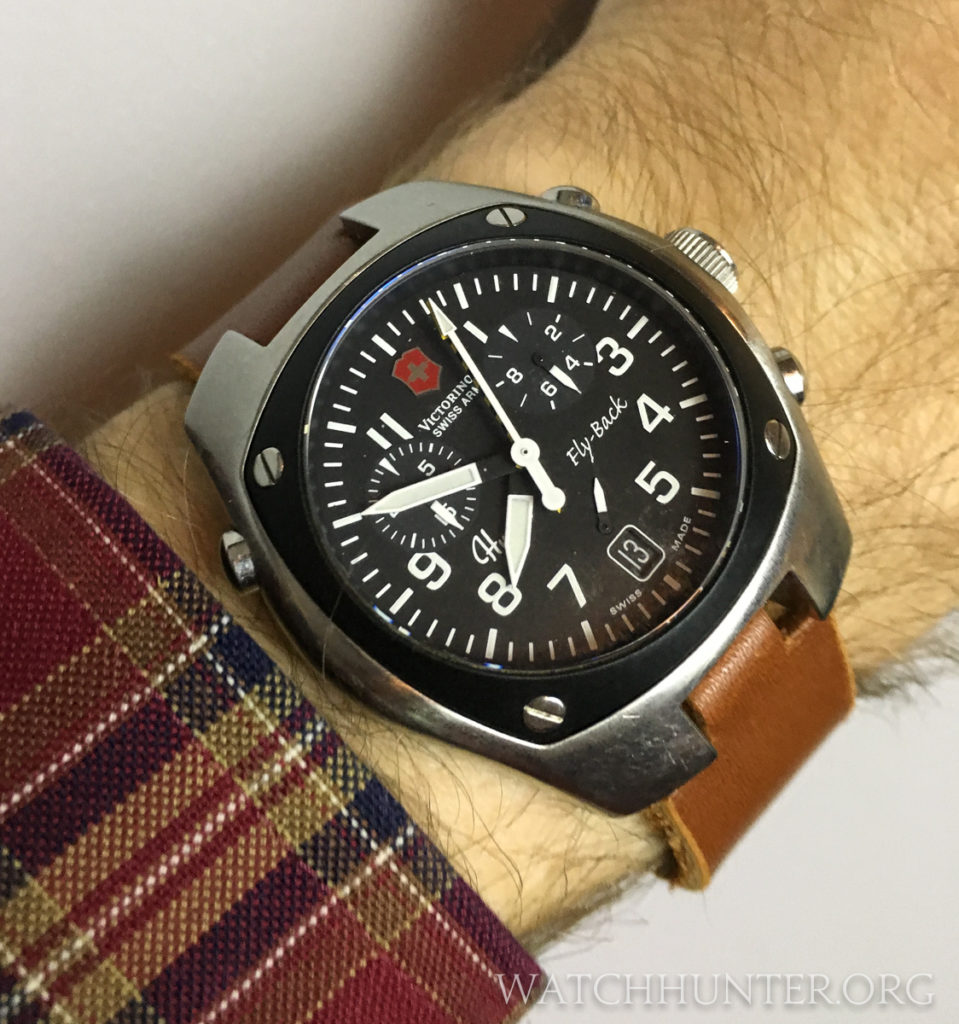 The Victorinox Swiss Army Hunter Mach 2 on leather wears and looks great.