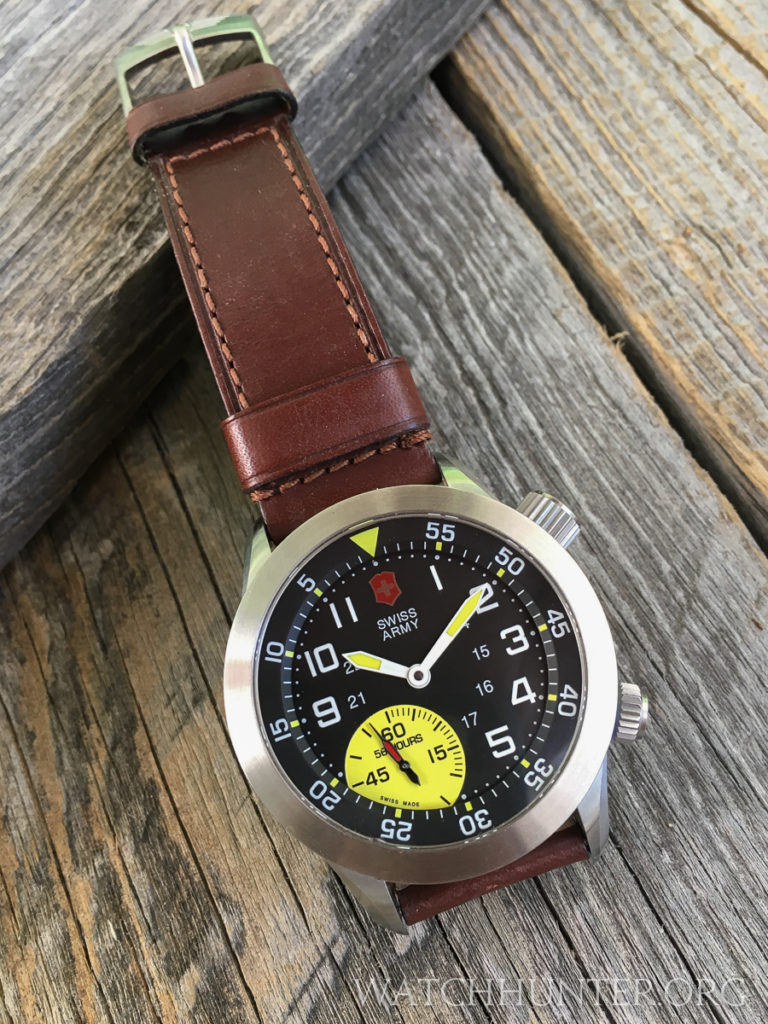 The original brown watchband was not that bad, but I wanted to try something else.