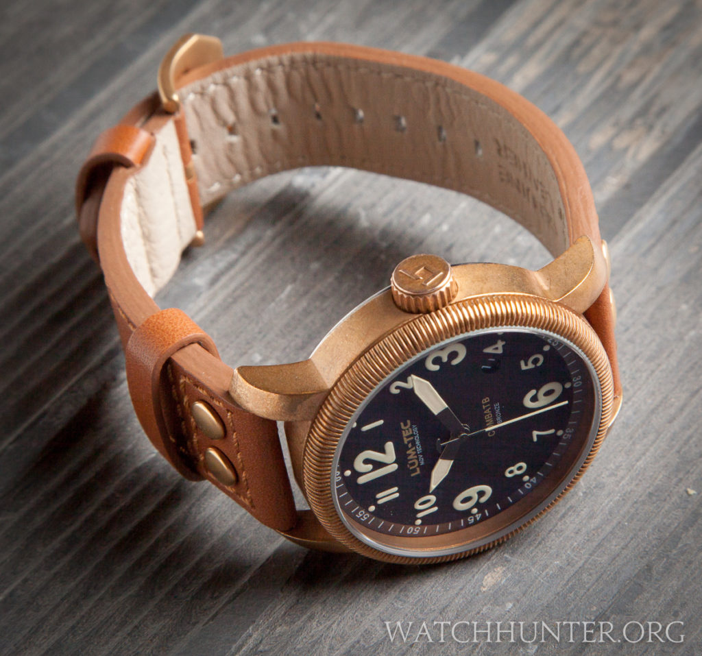 Notice the short lugs that help to make the Lum-Tec Combat B18 Bronze wearable for many wrist sizes.