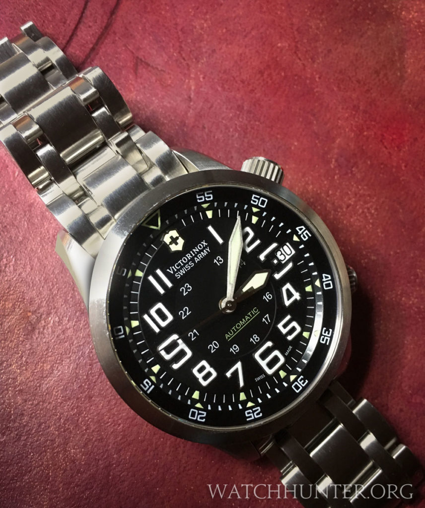 The only photo that I have of the Victorinox Swiss Army Airboss Mach 7 on a metal bracelet