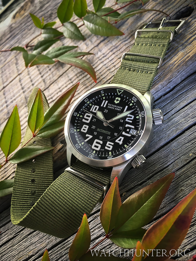 The yellowish-green lume is used as a secondary color on the dial
