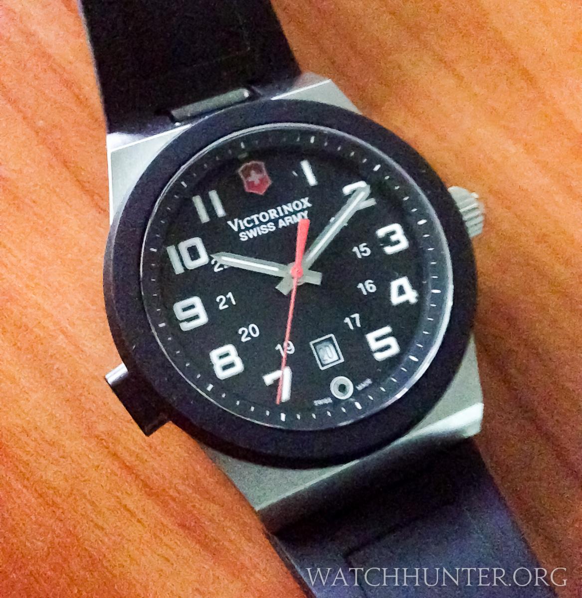 1f66a4360170 MEET THE WATCH: Victorinox Swiss Army Night Vision Flashlight Watch ...